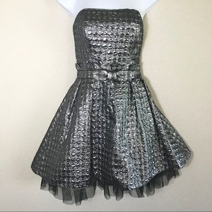 👗Betsey Johnson Glee Goldie Dress (Silver) Size 4